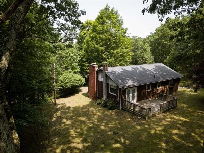Pleasant Valley Single Family Home For Sale: 16 Ruehle Ln