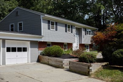 La Grange Single Family Home For Sale: 20 Honeymoon Ln