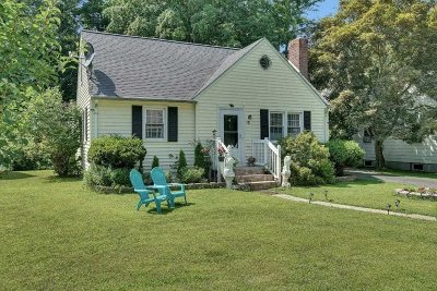 Poughkeepsie City Single Family Home For Sale: 60 Oakwood Blvd