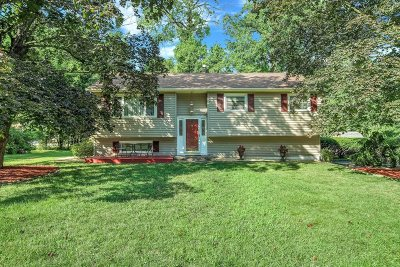 Single Family Home For Sale: 60 Robin Rd