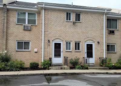 Poughkeepsie Twp Condo/Townhouse For Sale: 250 Beechwood Ave 19 #19