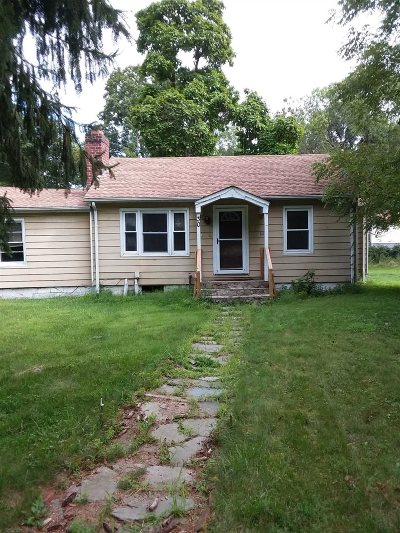 Hyde Park Single Family Home For Sale: 30 Holt Rd Rd