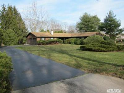 Single Family Home Sold: 26 Thorngrove Ln