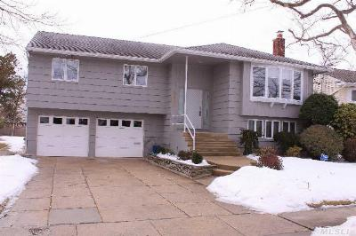 Oceanside NY Single Family Home Sale Pending: $475,000