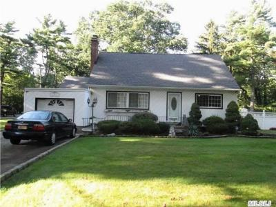 Brentwood Single Family Home For Sale: 1 Flick Pl