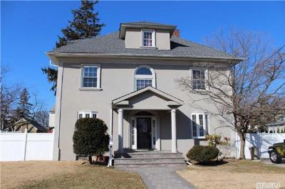 Oceanside NY Single Family Home Sale Pending: $589,000