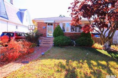 Oceanside NY Single Family Home Sale Pending: $439,900