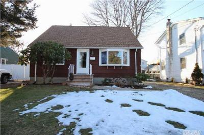 Lindenhurst NY Single Family Home Sale Pending: $259,000