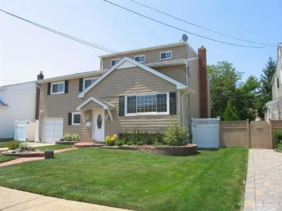 Wantagh NY Single Family Home Sale Pending: $549,000