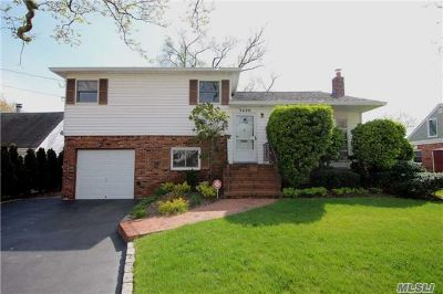 Oceanside NY Single Family Home Sale Pending: $535,000