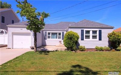 Oceanside NY Single Family Home Sale Pending: $419,000