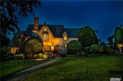 Rockville Centre Single Family Home For Sale: 141 Demott Ave