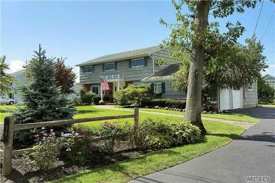 Bay Shore Single Family Home For Sale: 76 West Ln