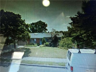 Holbrook Single Family Home For Sale: 61 Glen Summer Rd
