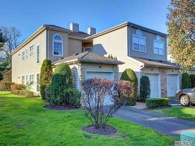 Hauppauge Condo/Townhouse For Sale: 67 Windwatch Dr