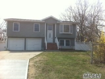 Central Islip NY Single Family Home For Sale: $359,000
