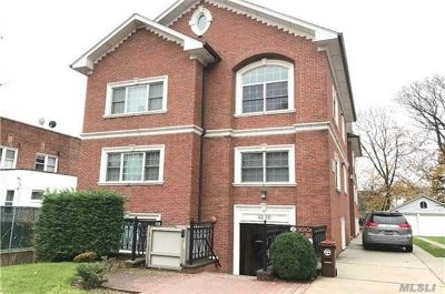 Bayside Condo/Townhouse For Sale: 42-28 214th Pl #2C