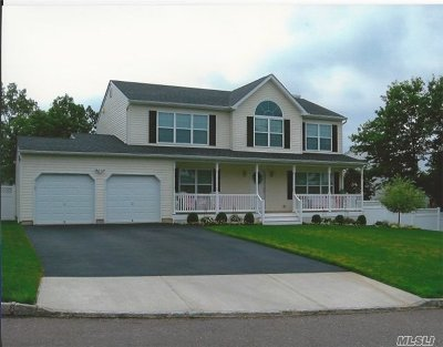 Ronkonkoma Single Family Home For Sale: N/C 68 Creighton