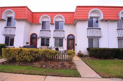 Oceanside NY Condo/Townhouse Sold: $285,000