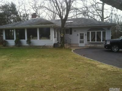 Coram Single Family Home For Sale: 325 Middle Country Rd