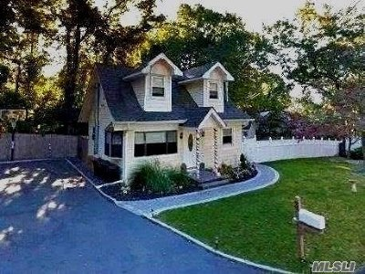Sound Beach Single Family Home For Sale: 3 Pinelawn Rd