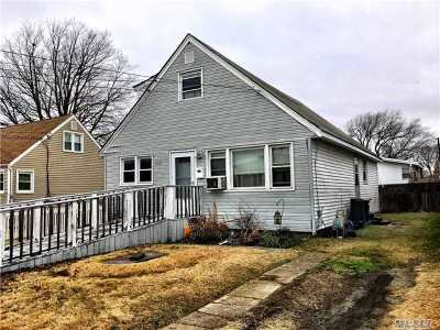 Lindenhurst Single Family Home For Sale: 120 W Hampton Rd