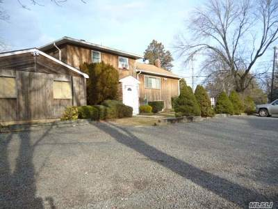 Hauppauge Single Family Home For Sale: 644 Veterans Memoria Hwy