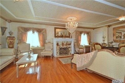 Westbury Single Family Home For Sale: 583 Lowell St