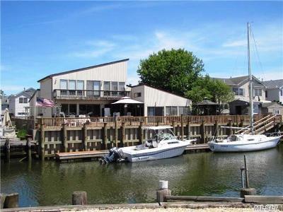Freeport Single Family Home For Sale: 218 Gordon Pl
