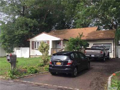 Selden Single Family Home For Sale: 38 Newtown Ave