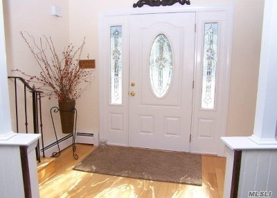 Selden Single Family Home For Sale: 11 Crescent St