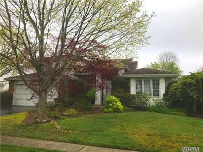 Commack Single Family Home For Sale: 160 Country Club Dr