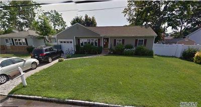 Bayport Single Family Home For Sale: 481 Bayport Ave