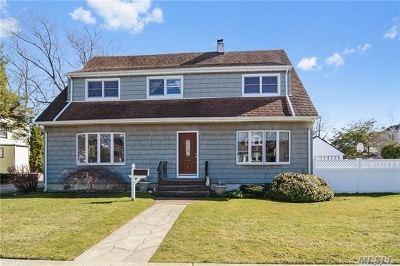 Hewlett Single Family Home For Sale: 1579 Hewlett Ave