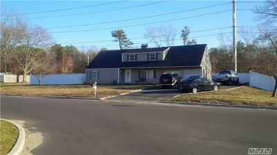 Farmingville Single Family Home For Sale: 56 Lakeside Dr