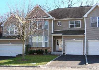 Hauppauge Condo/Townhouse For Sale: 27 Arielle Ct