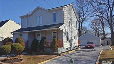 Islip Single Family Home For Sale: 22 Bittermint St