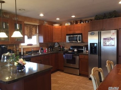 Holtsville Single Family Home For Sale: 20 Brian Ave