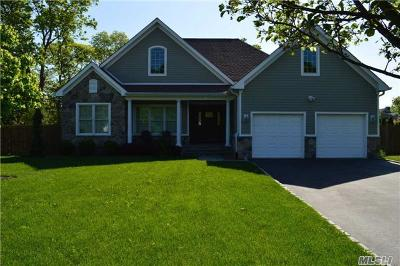 Holtsville Single Family Home For Sale: 73 Frances Blvd