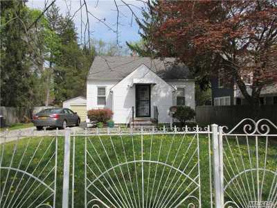 Brentwood Single Family Home For Sale: 111 1st St
