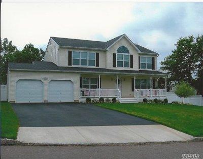 Selden Single Family Home For Sale: 257 Magnolia Dr