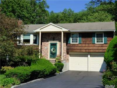 Hauppauge Single Family Home For Sale: 261 Bow Dr