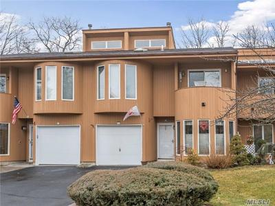 Hauppauge Condo/Townhouse For Sale: 38 Kristin Ln