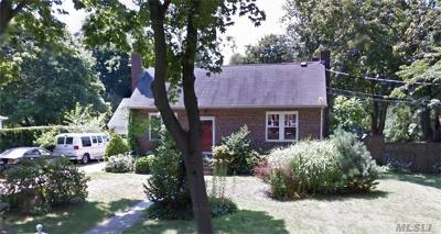 Brentwood Single Family Home For Sale: 32 Columbus Ave