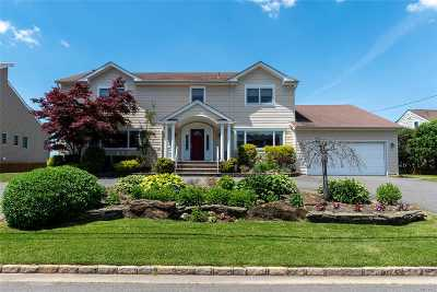 Nassau County Single Family Home For Sale: 310 Riviera Dr S