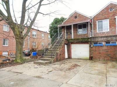 St. Albans NY Multi Family Home For Sale: $220,000