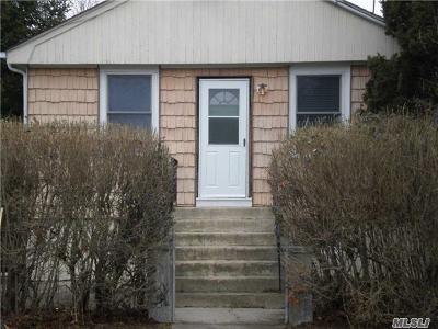 Farmingville Single Family Home For Sale: 27 Mapleton Ave