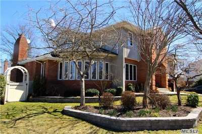 Jericho Single Family Home For Sale: 25 Westmoreland Dr