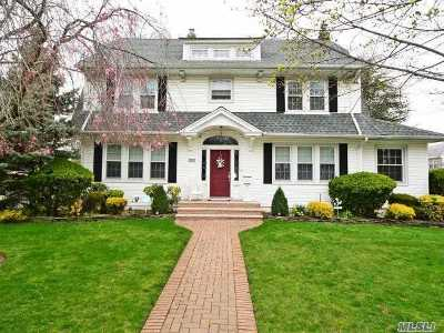 Lynbrook Single Family Home For Sale: 595 Scranton Ave