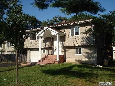 Bay Shore NY Single Family Home For Sale: $329,000